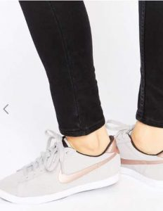 Nike Racquette Court Trainers In Beige And Metallic Gold נייק אסוס זול הנחה