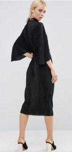 שמלת פליסה שחורה צנועה