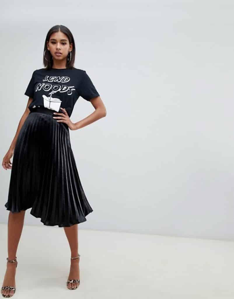 חצאית פליסה שחורה זוזו דילס