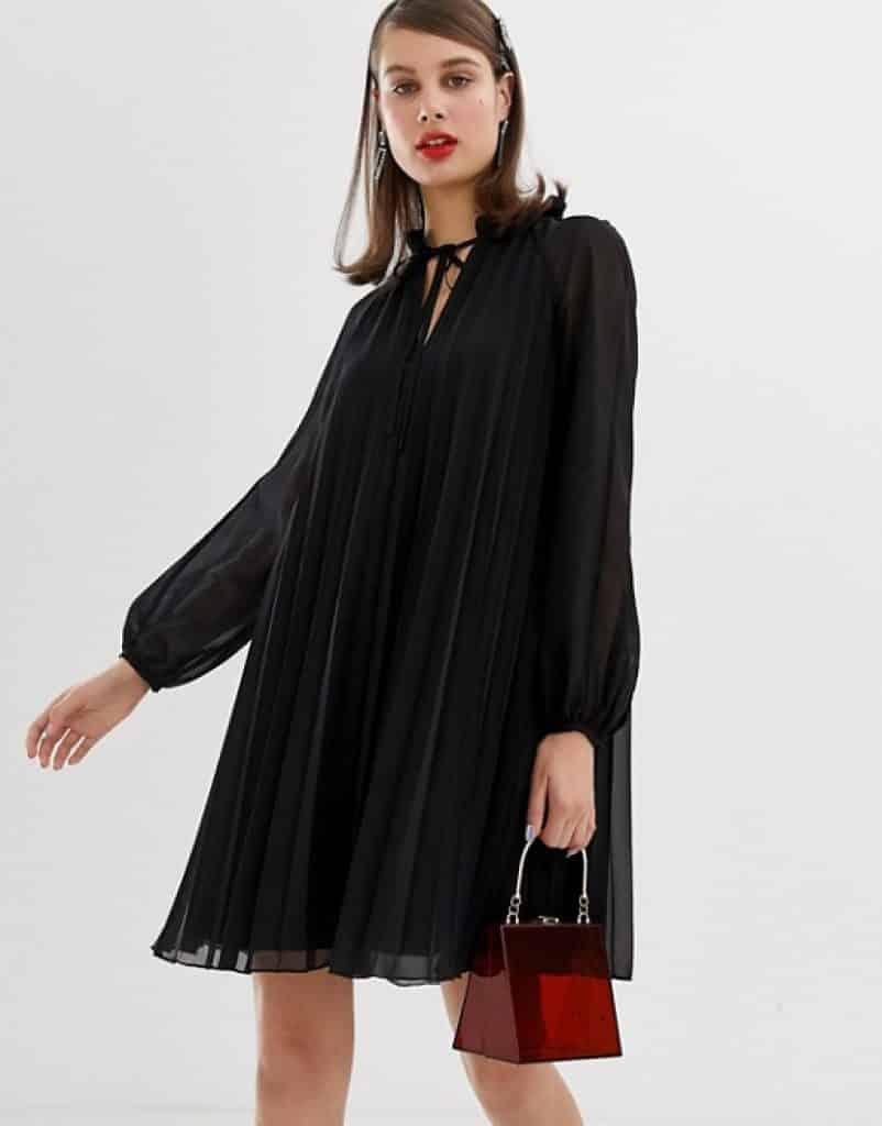 שמלת פליסה שחורה זוזו דילס