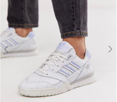 נעלי ספורט אדידס נשים ונערות במבצע לוהט