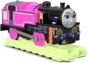 מסילה זוהרת בחושך רכבת ורודה תומס הקטר