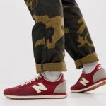 New Balance 220 trainers in red
