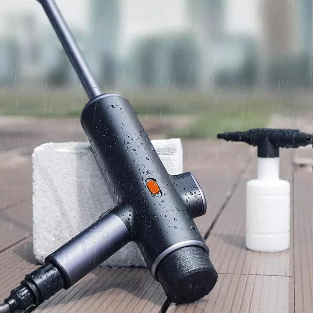עוד הברקה מבית שיאומי! Baseus Electric Car Washer Gun – אקדח לחץ מים…אלחוטי ללא מס רק ב$67.07/$74.87 (₪234 עם משלוח!)